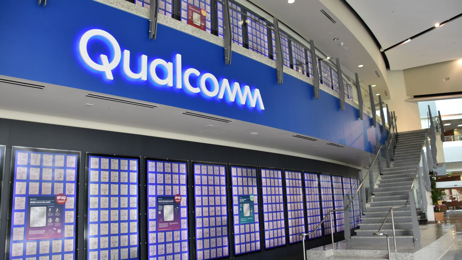Qualcomm is ready to support foldable phones, and it won't require big chip changes