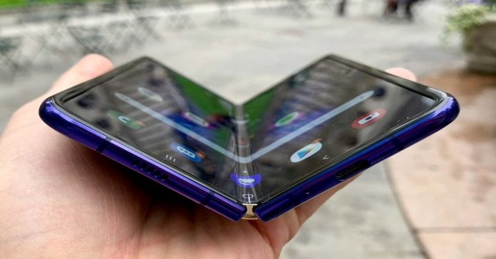 Samsung Galaxy Fold phone breaks after two days