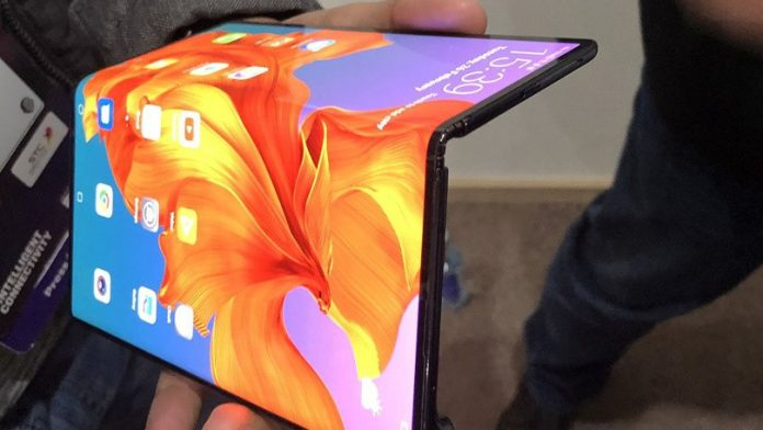 Laptops With Foldable Screens at Least 2 Years Away