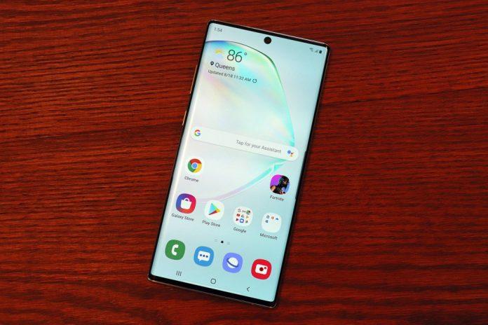 Bloomberg: Samsung Is Secretly Working on a Foldable Phone That Collapses Into a Square