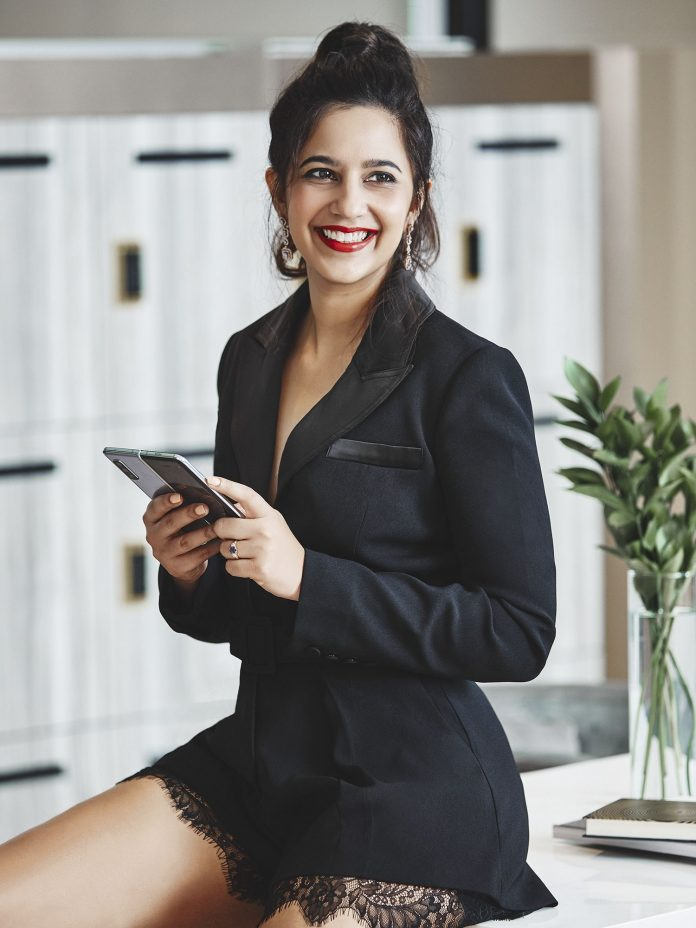 TheAsianparent's Roshni Mahtani Dares to be Different With The Galaxy Fold