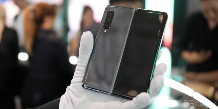 Samsung asks users to be extra careful with the Galaxy Fold Foldable Phone
