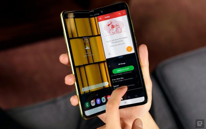 Samsung Galaxy Fold Foldable Phone Sold Out in Just 30 Minutes in India