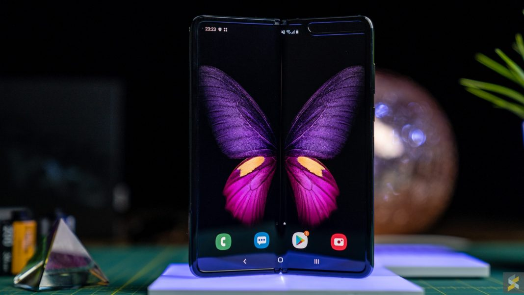 Multitasking with the Galaxy Fold Foldable Phone
